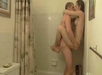 Stud fucking his girlfriend in shower